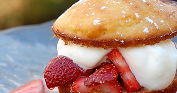 Hot Milk Cakes with Strawberries and Cream - Easy Family Recipes
