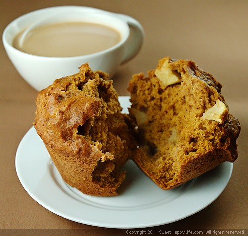 Pumpkin-Apple Muffins - Easy Family Recipes